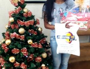 Ganhadora da Cesta de Natal + Um Vale Compras no Valor de 300 reais das Lojas Buenão - MARIA DO CARMO